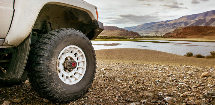 stone chip paint off road driving debris anti stonechip coatings protective corrosion protection land rover 4x4 off-road vehicle dinitrol drohnex pot holes debris chassis