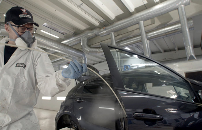 penetrating-cavity wax injected doors bonnet vehicle body frame small insertion holes lance extension cavity wax rustproofing service